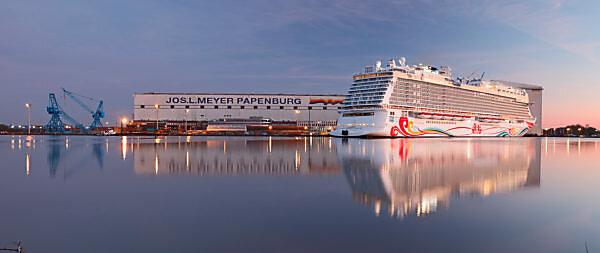 Cruise Ship, Norwegian Joy, Meyer Werft, Blue Hour, Papenburg, Emsland, Lower Saxony, Germany,
