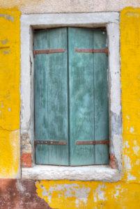 Fenster, Bunt gestrichene Häuser, Burano, Venedig, Venetien, Italien, Europa