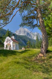Kapelle Maria Königin (chapel) in front of Wettersteinspitze, the Wetterstein Mountains, close Mittenwald, Bavaria, Germany,