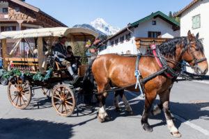 Georgiritt, Reiter, Kutschen, Festumzug, Mittenwald, Bayern, Oberbayern, Deutschland,