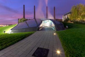 Autostadt, VW Werk, Architektur, Parkanlage, Hotel, Ritz-Carlton, Abend, Wolfsburg, Niedersachsen, Deutschland, Europa