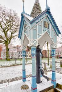 Brunnenhäuschen, Marktplatz, Giebelhäuser, Altstadt, Friedrichstadt, Nordsee, Winter, Schleswig-Holstein, Deutschland, Europa