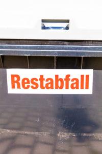 Restabfall, Abfall, Behälter, Container, Verwertung, Okeraue, Stadtbad, Wolfenbütel, Niedersachsen, Deutschland, Europa