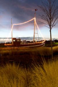 Abendstimmung, Schiff, Sonnenuntergang, blaue Stunde, Dämmerung, blaue Stunde, Norddeich, Norden, Nordsee, Ostfriesland, Niedersachsen, Deutschland,
