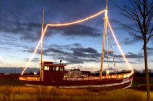 Evening mood, ship, sunset, blue hour, dusk, blue hour, north dike, north, North Sea, Ostfriesland, Lower Saxony, Germany,