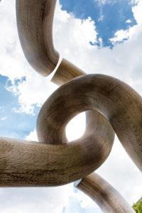 Skulptur Berlin, Kunstwerk, Tauentzienstraße, monumentale, torartige, Skulptur, Chromnickelstahl-Röhren,  Berlin, Deutschland