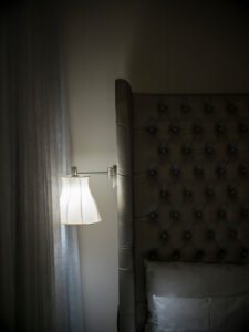 Arcotel John F, Zimmer bei Nacht