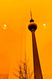 Alexanderplatz, Berlin-Mitte, Spiegelung vom Fernsehturm