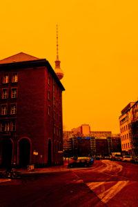 Alexanderplatz, Berlin-Mitte, Berliner Fernsehturm, Straßenszene