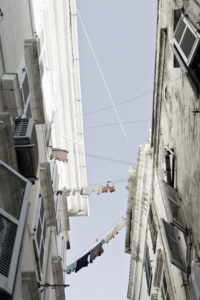 Korfu-Stadt, Häuser mit Wäscheleinen