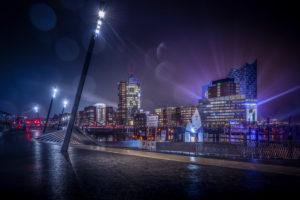 Deutschland, Hamburg, Elbe, Hafen, St. Pauli, Landungsbrücken, Baumwall, Elbphilharmonie, Lichtshow, nachts