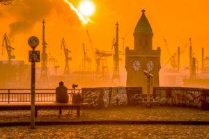 Deutschland, Hamburg, Elbe, Hafen, St. Pauli, Landungsbrücken, Pegelturm, Sonnenuntergang
