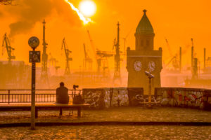 Germany, Hamburg, the Elbe, harbour, St Pauli, landing stages, Pegelturm, sundown