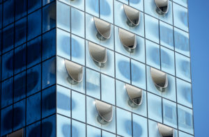 Fassade der Elbphilharmonie in Hamburg, Deutschland, Europa