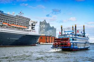 Germany, Hamburg, HafenCity, cruise ship, Queen Mary 2, paddle steamer, Elbphilharmonie