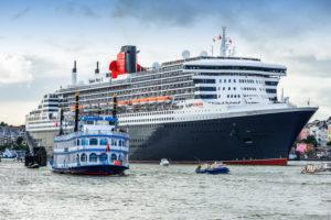 Germany, Hamburg, Hamburg Harbor, Cruise Ship 'Queen Mary 2'