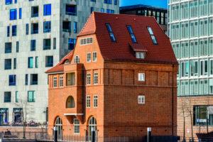 Germany, Hamburg, 'HafenCity' (city quarter), brick building, office building, 'Ericusbrücke' (Ericus bridge)