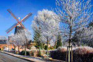 Germany, Hamburg, Kirchwerder, Riepenburger Mühle (mill) in winter