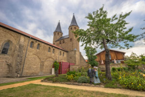 Deutschland, Sachsen-Anhalt, Ilsenburg, Kloster Drübeck, Bleichwiese mit Küchengarten