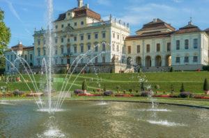 Deutschland, Baden-Württemberg, DLudwigsburg, Schloss Ludwigsburg, Springbrunnen im Schlossgarten