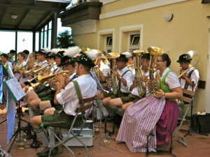 Abbey of Andechs, beer garden, abbey courtyard, brass music 'Wiesbacher Musikanten', brass music, Bavarian traditional costumes, summer, no model release