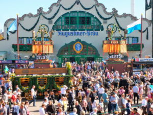 Germany, Bavaria, Munich, Oktoberfest, Augustiner-Bräu, marquee, Wiesn visitors, fixed team