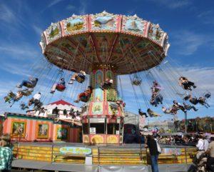 Germany, Bavaria, Munich, Oktoberfest, Kettenkarussell, Wiesn visitors
