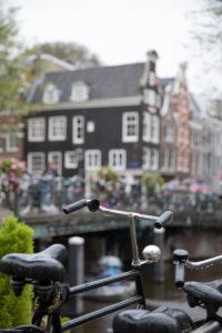 Niederlande, Holland, Amsterdam, Fahrrad an Gracht