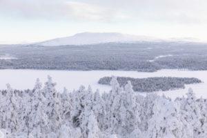 Finnland, Lappland, Winter, Enontekiö, Landschaft vom Jyppyrä, Blick auf Pyhäkero und Ounasjoki