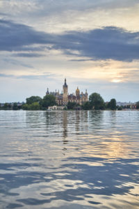 Europe, Germany, Mecklenburg-Western Pomerania, Schwerin, castle, lake, mirroring