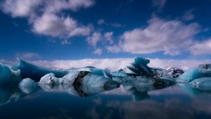 Sternenhimmel bei Vollmond über Gletscherlagune, Jökulsarlon, Island
