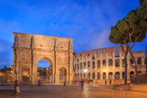 Konstantinsbogen und Kolosseum, Rom, Latium, Italien