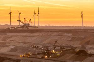 Der Tagebau Hambach ist der größte von der RWE Power AG betriebene Tagebau im Rheinischen Braunkohlerevier. Er betrifft die Gemeinden Niederzier, Kreis Düren, und Elsdorf, Rhein-Erft-Kreis. Nordrhein-Westfalen, Deutschland