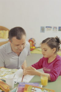 Children's room, father, subsidiary, homework, at home, man, 35 years, parent, single, single parent, single, single, child, fatherhood, girl, 5 years, homework care, tutoring, learning help, lesson, explanation, development, care, 30-40 years