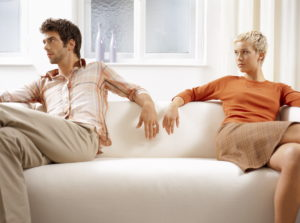 Sofa, couple, conflict, are quiet, turn away, Ti4, young, 20-30 years, partnership, respect, crisis, marital crisis, marriage problems, unhappily, differences, averting, feelings, unapproachable, problems, marital crisis, marriage problems, separation, separation, silence, couch, sitting room, at home, private lives, sulk, fight