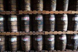 Saint James, Rum der  zum altern in Holzfässern lagert
