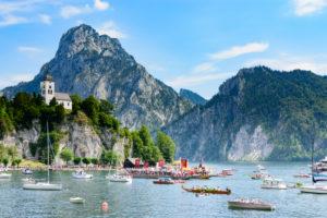 Traunkirchen, Fronleichnam (Corpus Christi) lake procession, boat, ship, sailship, big mountain Traunstein, mountain Johannesberg, chapel Johannesbergkapelle, lake Traunsee in Salzkammergut, Oberösterreich, Upper Austria, Austria