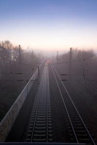 Deutschland, Baden-Württemberg, Karlsruhe, Blick von der Hubbrücke, Blaue Stunde bei Durlach