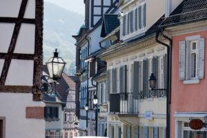 Deutschland, Baden-Württemberg, Gernsbach im Schwarzwald, Fassaden in der Altstadt