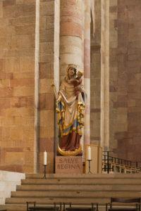 Speyer, der Kaiserdom, UNESCO-Weltkulturerbe, Plastik Salve Regina, Kirchenfigur im Altarbereich