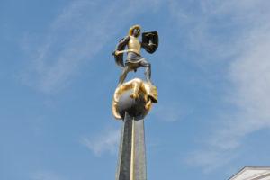 Speyer, Statue auf St. Georgs Brunnen, Ehrenmal, Maximilianstraße