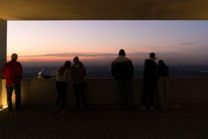 Deutschland, Baden-Württemberg, Karlsruhe, Aussichtsterrasse auf dem Karlsruher Hausberg dem Turmberg