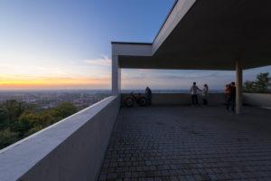 Deutschland, Baden-Württemberg, Karlsruhe, Aussichtsterrasse auf dem Turmberg,