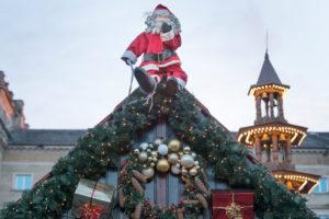 Deutschland, Baden-Württemberg, Karlsruhe, Weihnachtsmarkt auf dem Friedrichsplatz