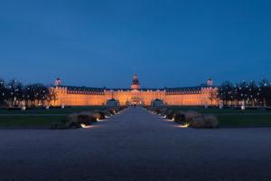 Germany, Baden-Württemberg, Karlsruhe, Schlossplatz (Palace Square) with Palace