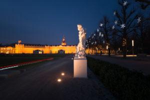 Germany, Baden-Württemberg, Karlsruhe, Schlossplatz (Palace Square) with Palace, sculpture by Ignaz Lengelacher