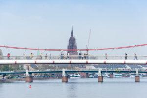 Germany, Hesse, Frankfurt, the Holbeinsteg, suspension bridge over the Main.