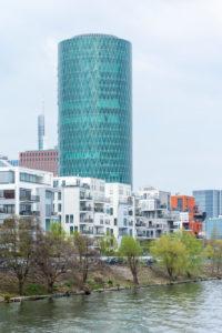 Deutschland, Hessen, Frankfurt, der Westhafen Tower ist ein Hochhaus im Gutleutviertel. Sitz der EIOPA (Europäische Aufsichtsbehörde für das Versicherungswesen und die betriebliche Altersversorgung)