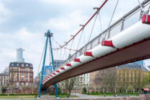 Deutschland, Hessen, Frankfurt, der Holbeinsteg, Hängebrücke über den Main.