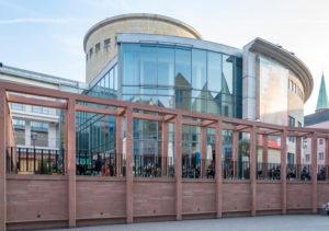 """Deutschland, Hessen, Frankfurt, """"Die Schirn"""" Kunstmuseum, Ansicht von Norden mit dem Restaurant."""